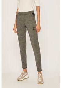 Szare spodnie dresowe Hummel melanż
