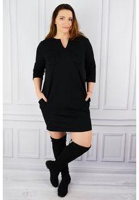 Czarna sukienka dla puszystych Moda Size Plus Iwanek w kolorowe wzory, plus size