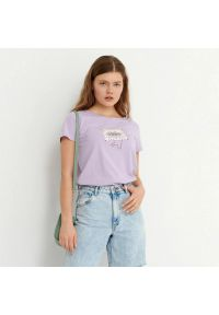 House - T-shirt z nadrukiem Drama Songs - Fioletowy. Kolor: fioletowy. Wzór: nadruk