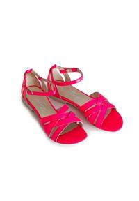 Zapato - sandały na miękkiej podeszwie - skóra naturalna - model 370 - kolor różowy neon. Okazja: na imprezę, na co dzień. Kolor: różowy. Materiał: skóra. Wzór: motyw zwierzęcy, kwiaty, nadruk. Sezon: lato, wiosna. Obcas: na płaskiej podeszwie. Styl: boho, wakacyjny, casual