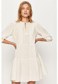 Biała sukienka Vero Moda prosta, casualowa, na co dzień