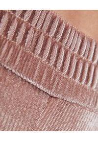 CUORI e PICCHE - Różowe kolarki w prążki. Stan: podwyższony. Kolor: różowy, fioletowy, wielokolorowy. Materiał: prążkowany, sztruks. Wzór: prążki. Styl: sportowy