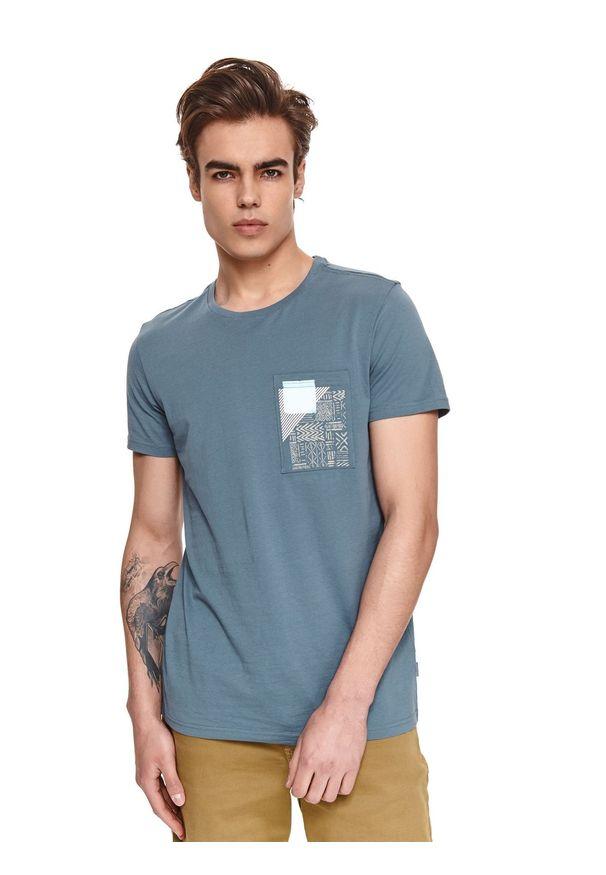 TOP SECRET - T-shirt z nadrukiem. Okazja: na co dzień. Kolor: niebieski. Materiał: tkanina, bawełna. Długość rękawa: krótki rękaw. Długość: krótkie. Wzór: nadruk. Sezon: lato. Styl: casual