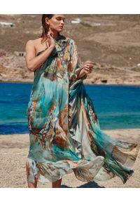 BY CABO - Wzorzysta sukienka maxi VENICE. Kolor: brązowy. Materiał: jedwab. Wzór: kolorowy. Sezon: lato. Styl: elegancki, glamour. Długość: maxi