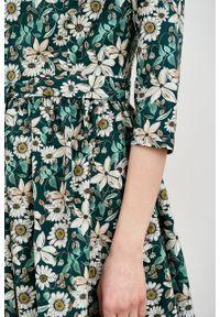 Marie Zélie - Sukienka Melia Daglezja zielona. Typ kołnierza: kokarda. Kolor: zielony. Materiał: bawełna, skóra, materiał, elastan. Styl: klasyczny