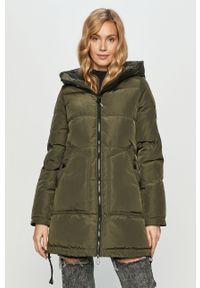 Oliwkowa kurtka Vero Moda z kapturem, casualowa, na co dzień