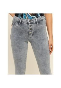 Szare jeansy slim Guess