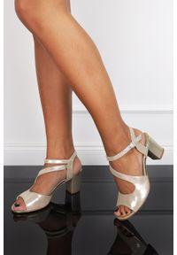 Beżowe sandały Casu