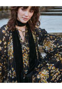 BY CABO - Sukienka ALI. Kolor: czarny. Materiał: jedwab, szyfon, wiskoza. Długość rękawa: długi rękaw. Wzór: kwiaty, nadruk. Styl: klasyczny