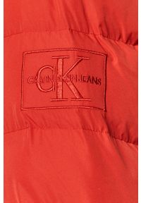 Czerwona kurtka Calvin Klein Jeans casualowa, z kapturem