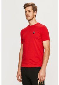 EA7 Emporio Armani - T-shirt. Kolor: czerwony. Materiał: dzianina