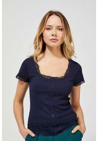 Bluzka MOODO krótka, w koronkowe wzory, z krótkim rękawem