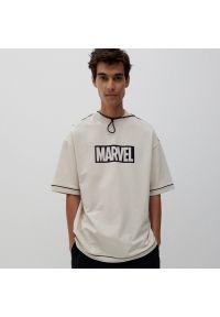 Reserved - T-shirt z nadrukiem Marvel - Beżowy. Kolor: beżowy. Wzór: motyw z bajki, nadruk