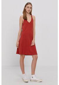 Protest - Sukienka. Kolor: czerwony. Materiał: dzianina. Długość rękawa: na ramiączkach. Wzór: gładki. Typ sukienki: rozkloszowane #5