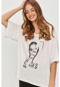 Biała bluzka Answear Lab z nadrukiem, na co dzień