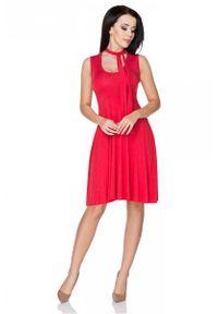 Tessita - Czerwona Sukienka Wiązana na Karku. Kolor: czerwony. Materiał: wiskoza, elastan, akryl