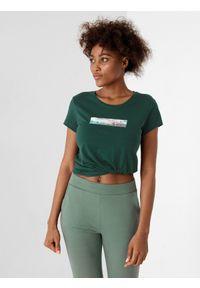 4f - T-shirt basic regular z nadrukiem damski. Kolor: zielony. Materiał: dzianina, bawełna. Wzór: nadruk