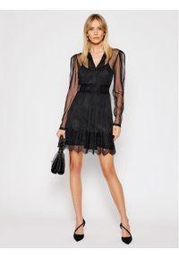 TwinSet - Czarna koronkowa koktajlowa sukienka Twinset. Kolor: czarny. Materiał: koronka. Długość rękawa: na ramiączkach. Wzór: koronka. Styl: wizytowy. Długość: mini