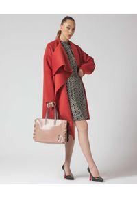 Manila Grace - MANILA GRACE - Asymetryczny pomarańczowy płaszcz. Kolor: pomarańczowy
