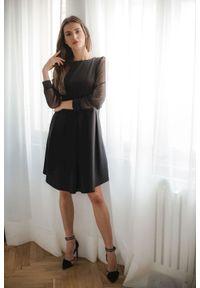 Lenitif - Elegancka trapezowa sukienka midi rękaw z siateczki. Materiał: elastan. Długość rękawa: długi rękaw. Typ sukienki: trapezowe. Styl: elegancki. Długość: midi
