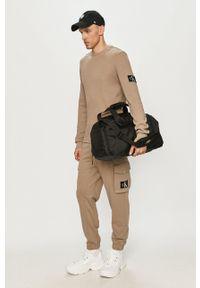 Calvin Klein Jeans - Bluza bawełniana. Okazja: na co dzień. Kolor: szary. Materiał: bawełna. Wzór: aplikacja, gładki. Styl: casual