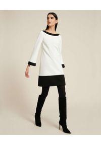Luisa Spagnoli - LUISA SPAGNOLI - Sukienka mini z kontrastowymi detalami Geronimo. Kolor: biały. Materiał: materiał. Długość: mini