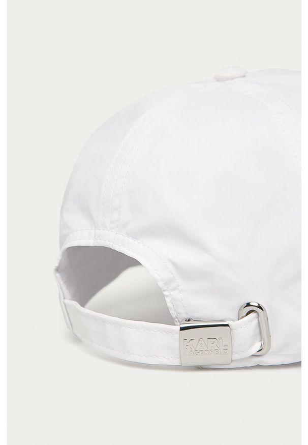 Biała czapka z daszkiem Karl Lagerfeld z aplikacjami