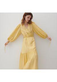 Reserved - PREMIUM Kopertowa sukienka z lnem - Żółty. Kolor: żółty. Materiał: len. Typ sukienki: kopertowe