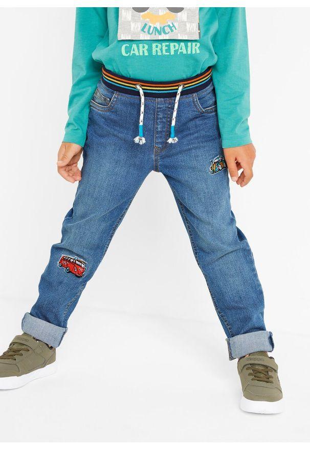 Niebieskie jeansy bonprix w kolorowe wzory