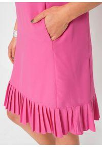 Sukienka tunikowa z koronką, rękawy 3/4 bonprix różowy. Typ kołnierza: kołnierzyk stójkowy. Kolor: różowy. Materiał: koronka. Wzór: koronka