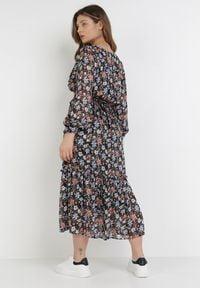 Born2be - Czarna Sukienka Nephanthei. Kolor: czarny. Materiał: tkanina, materiał. Długość rękawa: długi rękaw. Wzór: kwiaty, aplikacja. Typ sukienki: kopertowe. Długość: maxi