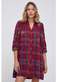 Desigual - Sukienka. Kolor: czerwony. Materiał: tkanina. Wzór: haft. Typ sukienki: rozkloszowane