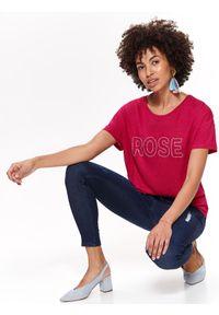 TOP SECRET - Bawełniany t-shirt z aplikacją. Okazja: na co dzień. Kolor: różowy. Materiał: bawełna. Długość rękawa: krótki rękaw. Długość: krótkie. Wzór: aplikacja. Sezon: wiosna, lato. Styl: casual