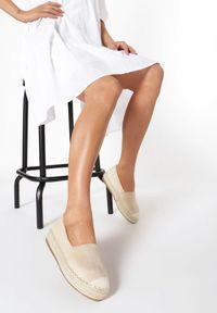 Born2be - Beżowe Espadryle Thaxie. Wysokość cholewki: przed kostkę. Nosek buta: okrągły. Zapięcie: bez zapięcia. Kolor: beżowy. Szerokość cholewki: normalna. Wzór: gładki. Obcas: na platformie. Styl: boho