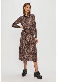 Guess - Sukienka. Okazja: na co dzień. Kolor: brązowy. Materiał: tkanina. Długość rękawa: długi rękaw. Typ sukienki: proste. Styl: casual