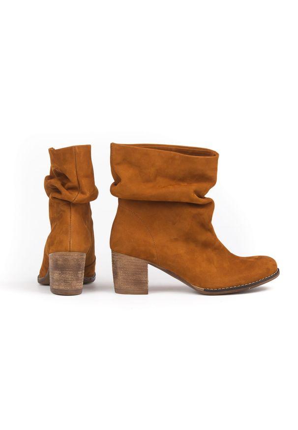 Brązowe botki Zapato w kolorowe wzory, wąskie, bez zapięcia, do pracy