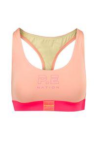 PE Nation - Top P.E NATION BOX OUT SPORTS BRA. Kolor: różowy. Materiał: elastan, materiał. Wzór: aplikacja. Styl: sportowy