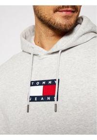 Tommy Jeans Bluza Small Flag DM0DM08726 Szary Regular Fit. Kolor: szary