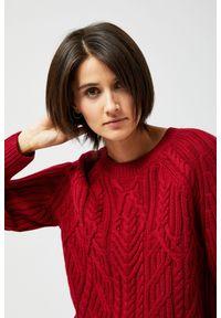 Czerwony sweter MOODO z długim rękawem, klasyczny