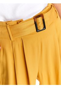 Żółte spodnie TOP SECRET na jesień, eleganckie, w kolorowe wzory, długie