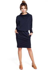 MOE - Granatowa Sukienka z Wysokim Dekoltem. Kolor: niebieski. Materiał: bawełna, elastan