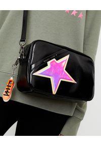 GOLDEN GOOSE - Czarna torebka na ramię Star. Kolor: czarny. Wzór: aplikacja. Dodatki: z breloczkiem. Styl: elegancki. Rodzaj torebki: na ramię