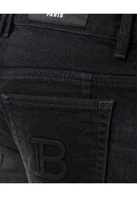 Balmain - BALMAIN - Czarne spodnie jeansowe z logo. Kolor: czarny. Długość: długie. Styl: klasyczny