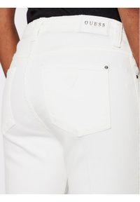 Guess Jeansy Sexy W1GA48 D4DM1 Biały Straight Fit. Kolor: biały