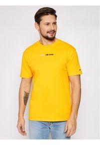 Tommy Jeans T-Shirt Tjm Linear Logo Tee DM0DM10219 Żółty Regular Fit. Kolor: żółty