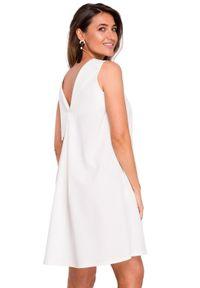 Style - Swobodna trapezowa sukienka z dekoltem na plecach. Okazja: do pracy, na wesele, na ślub cywilny, na imprezę. Materiał: tkanina, materiał, elastan. Wzór: gładki. Typ sukienki: trapezowe. Styl: elegancki