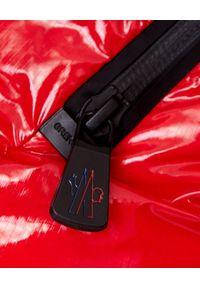 MONCLER - Czerwona kurtka puchowa Verrand. Kolor: czerwony. Materiał: puch. Wzór: aplikacja