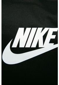 Czarna torba podróżna Nike Sportswear z nadrukiem