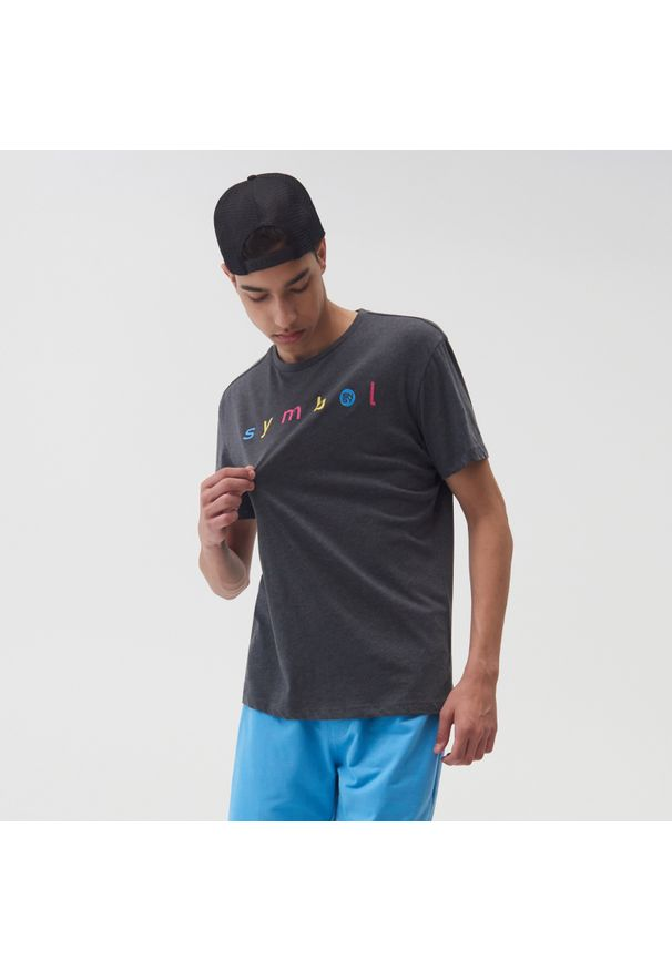 Sinsay - Koszulka z nadrukiem ECO AWARE - Szary. Kolor: szary. Wzór: nadruk