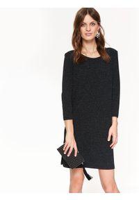 TOP SECRET - Błyszcząca sukienka z odkrytymi plecami. Kolor: czarny. Materiał: materiał. Długość rękawa: krótki rękaw. Sezon: jesień, zima. Styl: elegancki